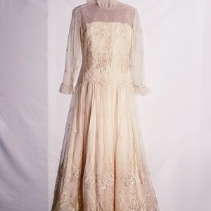 Dresses & Skirts - Wedding Dress} Vintage lace